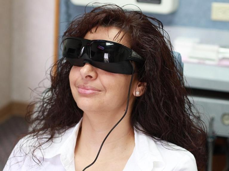 TV Goggles With Headphones For Your Dental Appointment